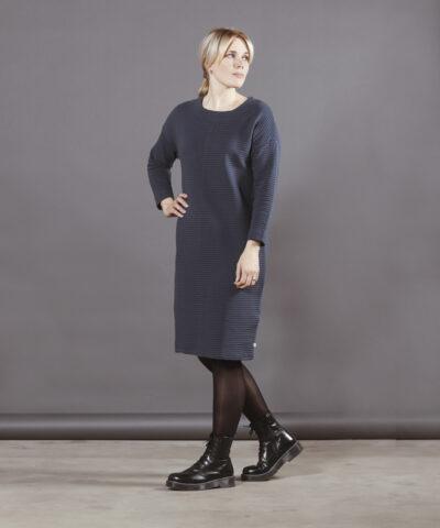 Puuvillatehdas mekko raitaneulos