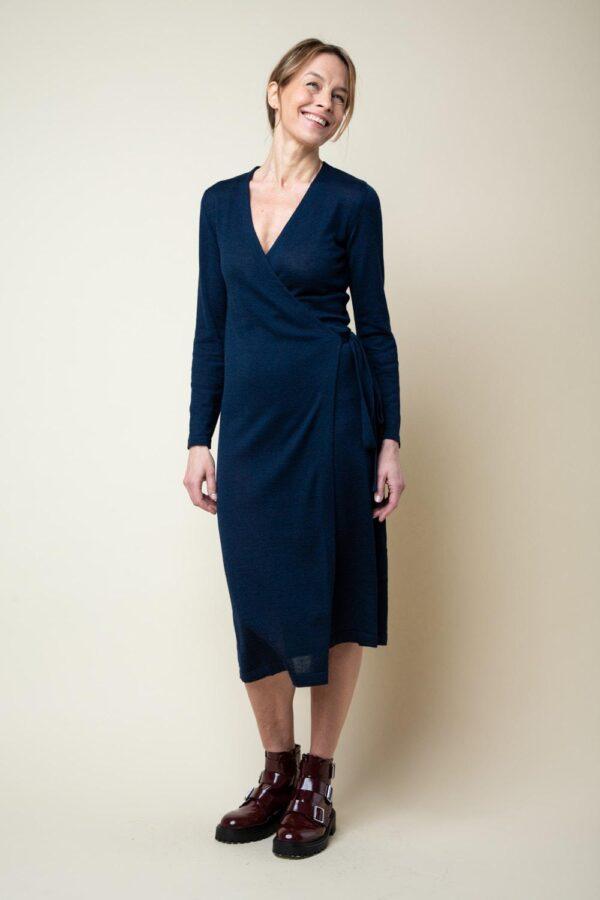 Laadukas villasilkkinen mekko