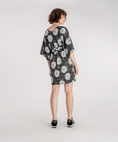 Suomessa valmistettu kaunis kimonomekko