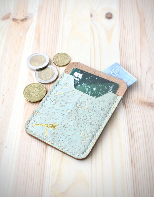 Suomessa valmistettu korkkinen lompakko